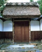 萱葺きの門