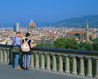 フィレンツェの町並とカップル