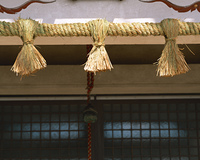 神社のしめ飾り