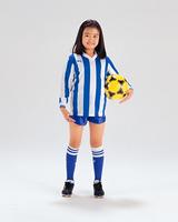 サッカーボールを持つ女の子