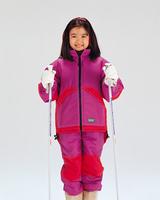 スキーをする女の子