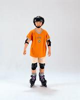 インラインスケートをする男の子