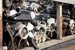 スクラップ工場の自動車部品