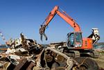 重機による解体作業