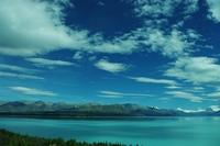 氷河湖と青空