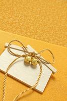 金色の鈴と絵馬 黄色の風呂敷