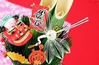 門松と正月飾り 獅子舞飾りと鶴亀 凧 扇