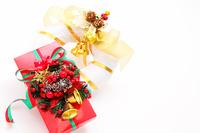 ベル飾りのクリスマス プレゼントとリース
