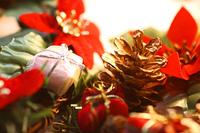 クリスマスオーナメント松ぼっくり飾りとプレゼント