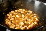 調理中の麻婆豆腐