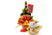 可愛い辰の干支の置物と門松飾り