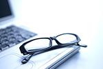 眼鏡とパソ コン