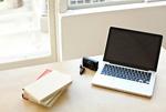 パソコンと本とカメラ