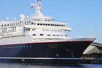 横浜港の豪華客船