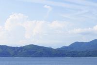 夏の入道雲と田沢湖