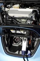 電気自動車のボンネット