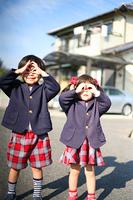 制服を着た子供達