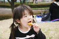 女の子とピクニック