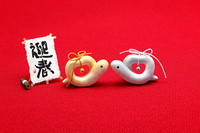 かわいい蛇巳年年賀状素材見つめ合うハートの夫婦へび