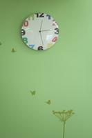 壁に掛かっている時計