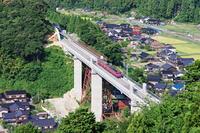 新餘部橋りょうを渡る普通列車