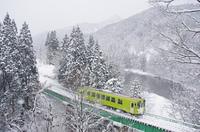 冬の阿仁川と秋田内陸縦貫鉄道