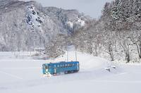 雪の鉄路を行く列車