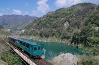 吉野川とトロッコ列車