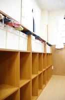 教室の後ろの棚
