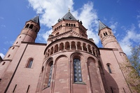 マインツ大聖堂を見上げる