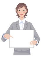 メッセージボードを持つ女性 上半身