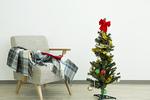 クリスマスツリーとソファ