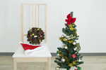 クリスマスツリーと椅子