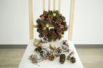 クリスマスグッズと椅子