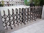 小学校の門