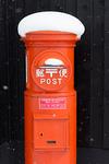 雪が積もった郵便ポスト