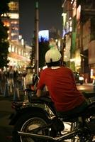 バイクの青年