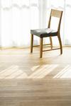 部屋の中にある椅子