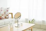 鏡と化粧道具