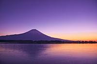 元旦の夜明けの富士山