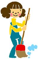 箒で掃除をする女性(カラー)