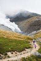 大雪山旭岳と散策者