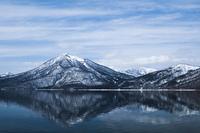 冬の支笏湖と恵庭岳