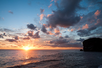 小樽市の朝日と海