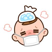 氷嚢で頭を冷やす赤ちゃん