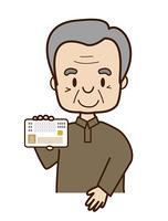 マイナンバーカードを提示するシニア男性