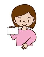 カードを提示する若い女性