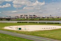 荒川河川敷の野球場