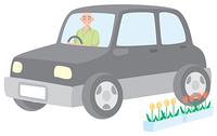 車を運転する年配の男性