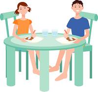 食事をする兄と妹